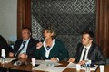 Za francouzskou stranu se jednání zúčastnili také (zleva) Pascal Mayer, vedoucí vnějších vztahů, Karine Gloanec-Maurin, radní pro evropské záležitosti a meziregionální spolupráci a ředitel SŠ Gene.
